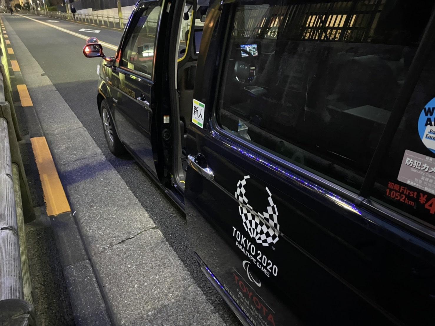 ジャパンタクシーの自動ドア